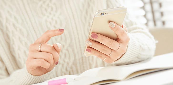 美容クリニックをスマートフォンで検索するイメージ